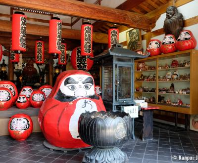 Horin-ji temple (Daruma-dera in Kyoto), Inside the main pavilion