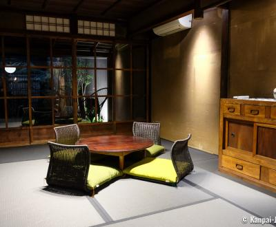 Shiki Kishoan House (Kyoto), Japanese living-room with black tatami mats