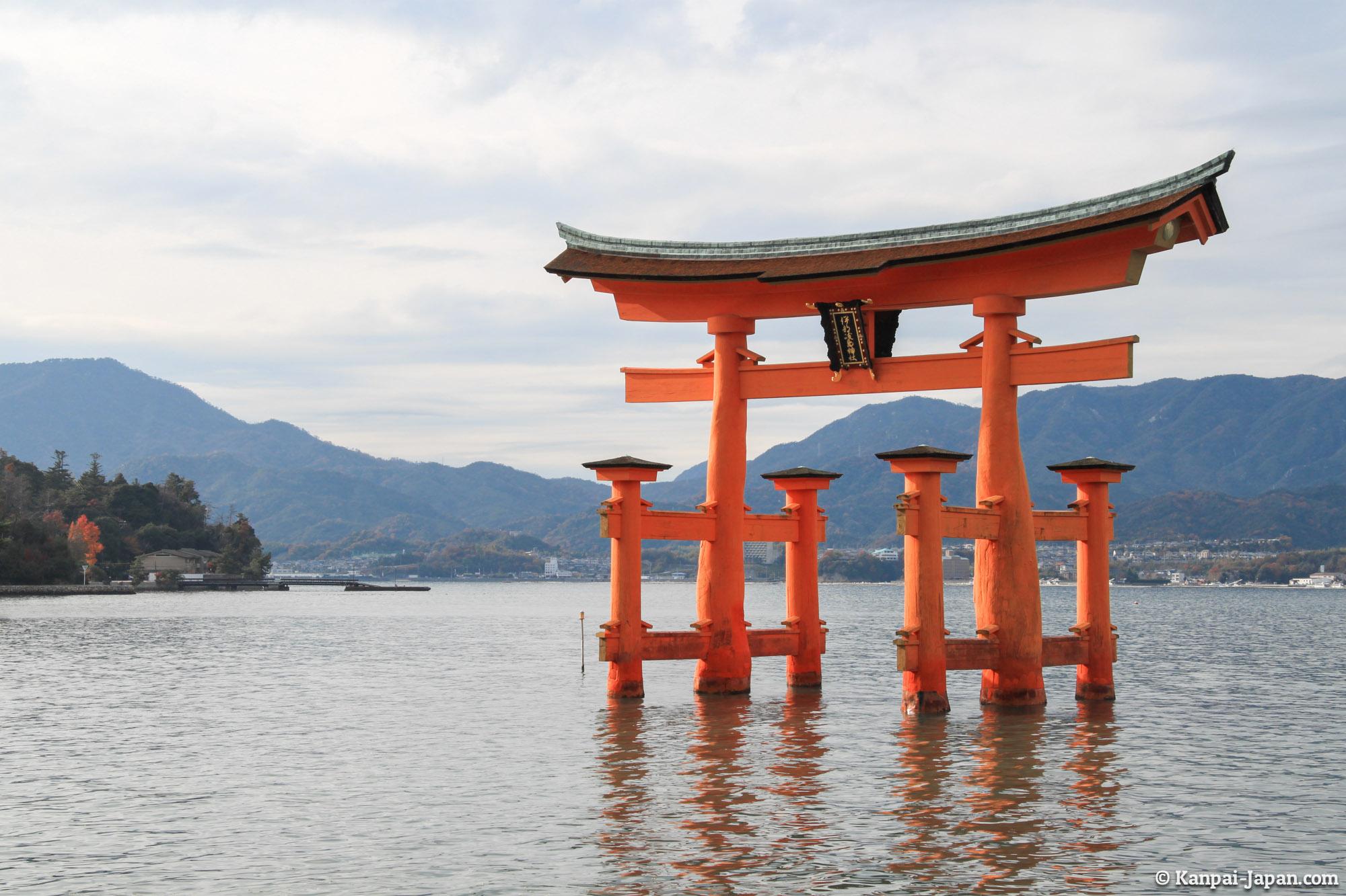 Itsukushima-jinja - The great shrine of Miyajima
