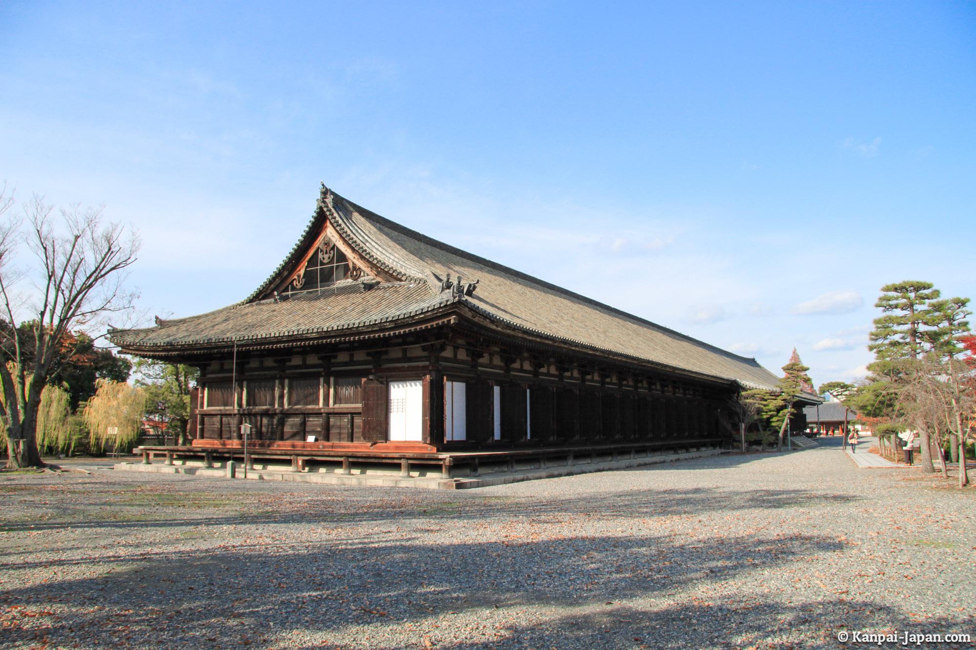 Sanjusangendo - The 1001 Buddhist statues temple in Kyoto